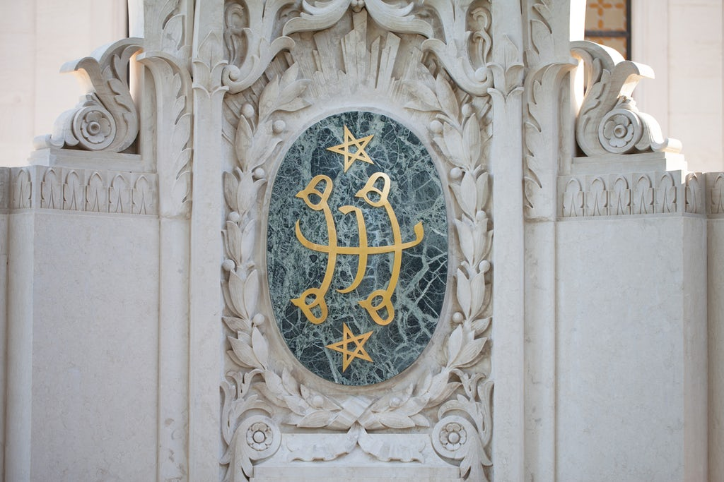 Ringstone symbol on the Shrine of the Bab