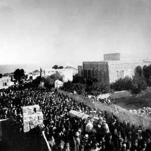 Mourners attend funeral of 'Abdu'l-Baha in Haifa, November 1921