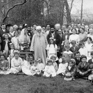 'Abdu'l-Baha with friends at Lincoln Park, Chicago, Illinois, May 1912